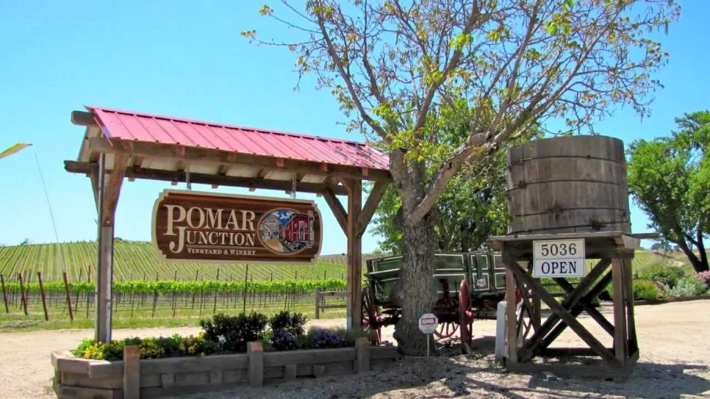 wine tour in paso - pomar junction winery