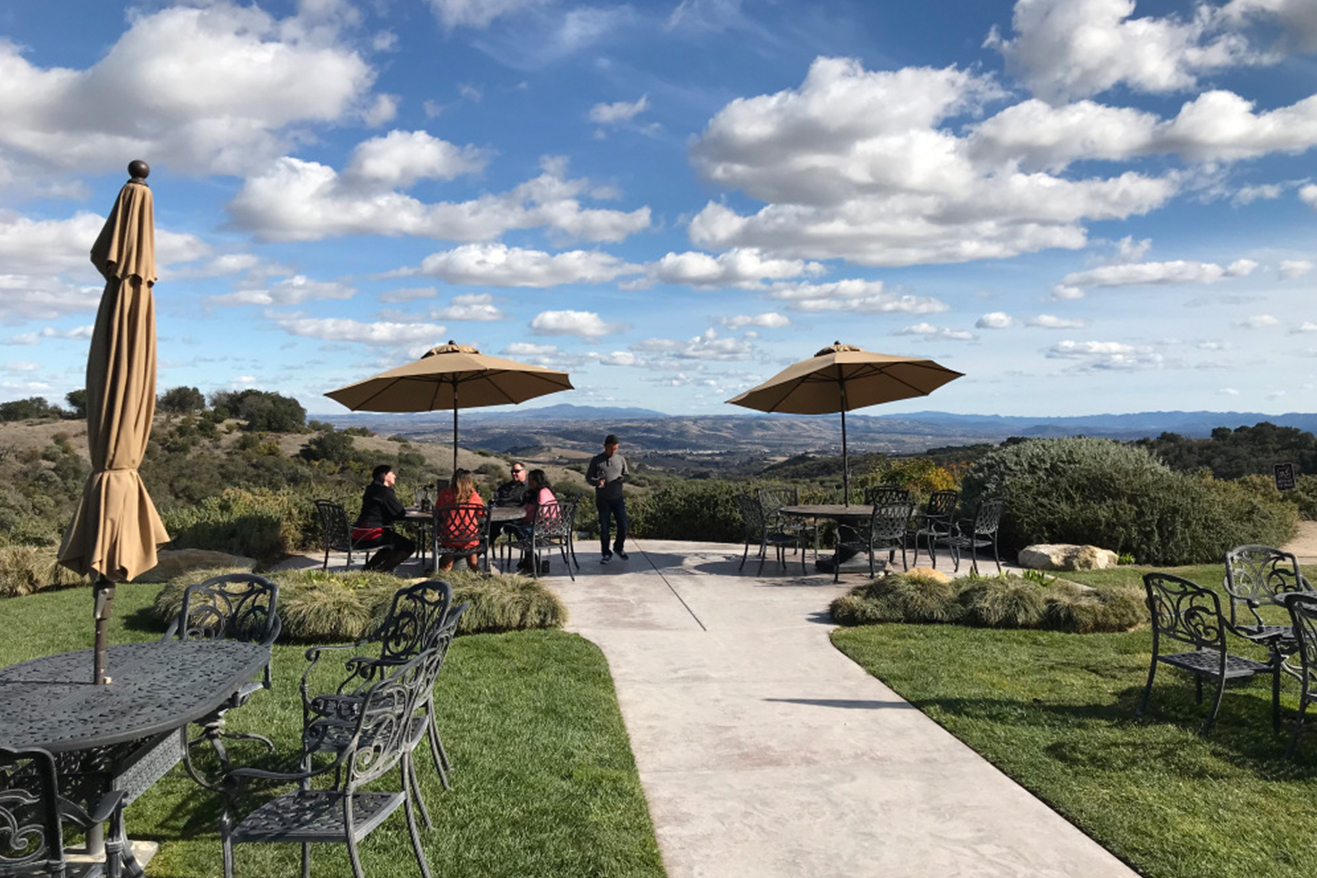 wineries with views in paso robles